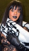 Rihanna Transparentando Piercing Pezón